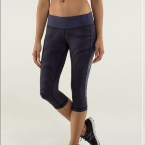 Lululemon cut the crop cadet blue size 6